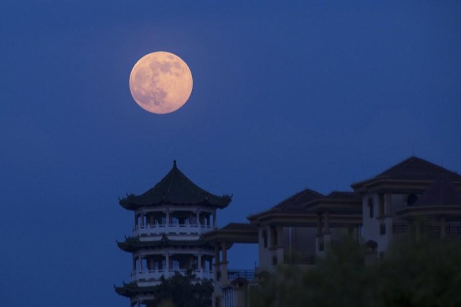 """全球各地上演""""超级月亮"""""""