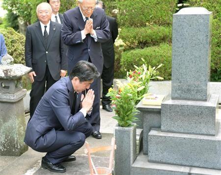 安倍返乡为战犯祖父扫墓 誓言守护国民生命安全