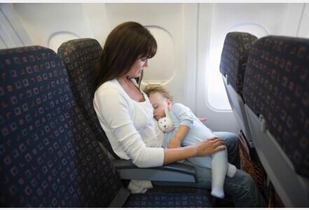 携幼儿乘坐飞机顾虑多 法媒提供温馨小贴士