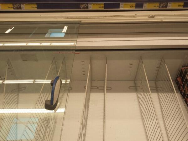 空系_莫斯科超市货架被抢空系传谣:超市未限购 货物齐全