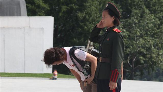 """朝鲜民众纪念""""解放日"""""""