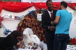 战争中生活继续:联合国学校内巴勒斯坦人的婚礼