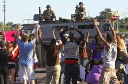 美非裔青年被警察打死引发大规模骚乱