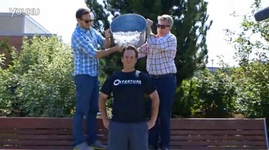Xbox老大完成冰桶挑战:点名索尼、任天堂