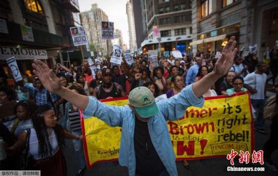 美黑人青年遭枪杀事件发酵 逐渐演变成暴力骚乱
