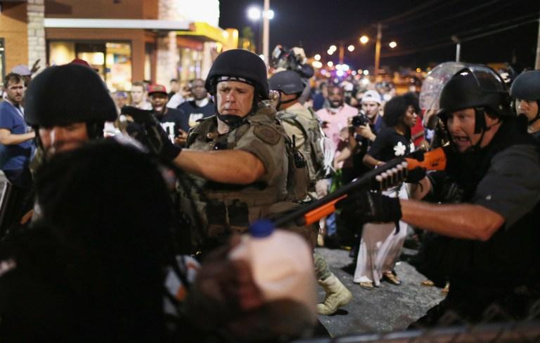 美国弗格森骚乱持续现场似战场 已有47人被捕