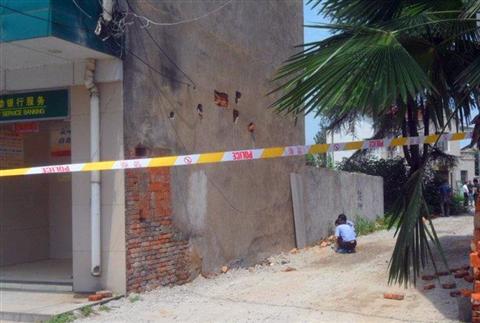 武汉一银行遭小偷挖墙盗窃