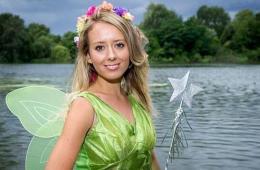 英24岁美女痴迷迪士尼动画 变身现实版童话公主