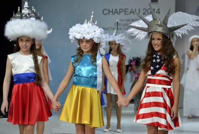 莫斯科10岁女孩导演反战主题时装秀 呼吁和平