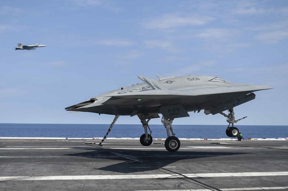 X-47B无人机与加油机成功对接