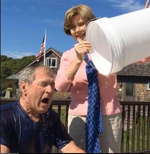 美前总统小布什接受冰桶挑战 点名克林顿接棒