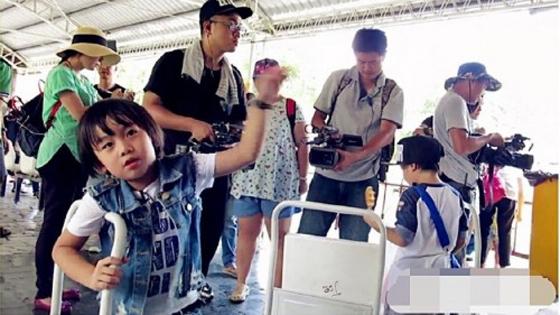 《爸爸2》台湾拍摄照曝光 林志颖抱Grace合影