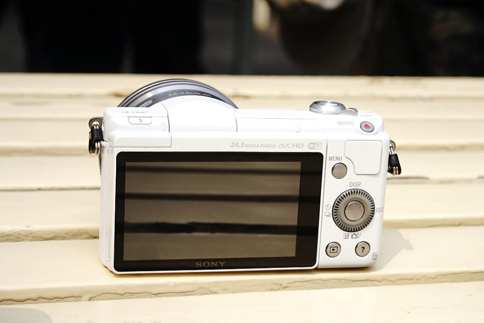 以及α6000极致对焦与拍摄表现的便携相机.-索尼微单α5100新机图