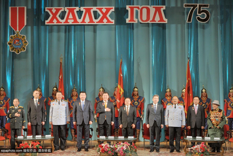 蒙古国举行诺门罕战役胜利75周年仪式 总统慰问老兵
