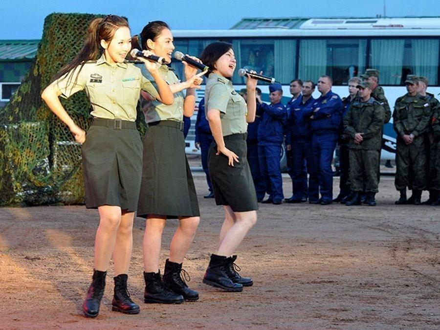 中俄文工团女兵助阵上合军演