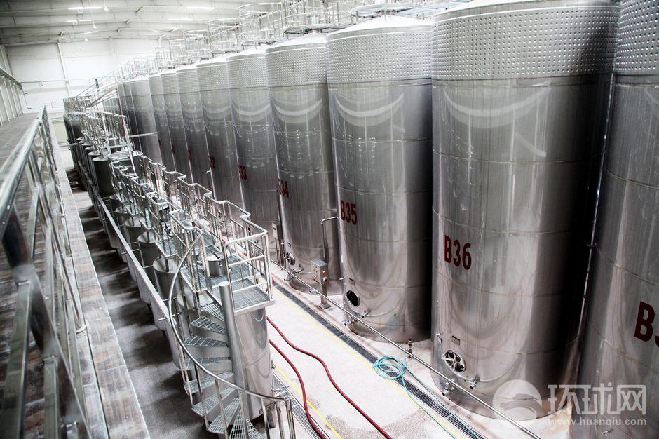 全国旅游网媒新疆行探访楼兰葡萄酒文化
