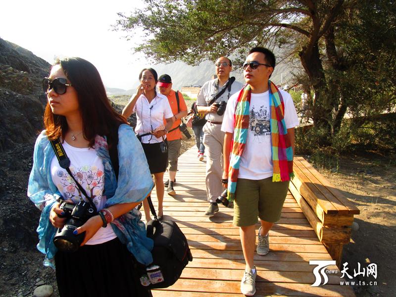 全国旅游网媒新疆行走进白水涧古镇