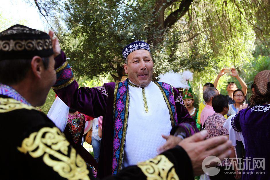 全国旅游网络媒体新疆行来到天山天池阔克胡拉村