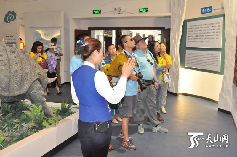 全国旅游网络媒体新疆行来到天山天池地质博物馆