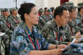 俄军记者镜头下的解放军女大校