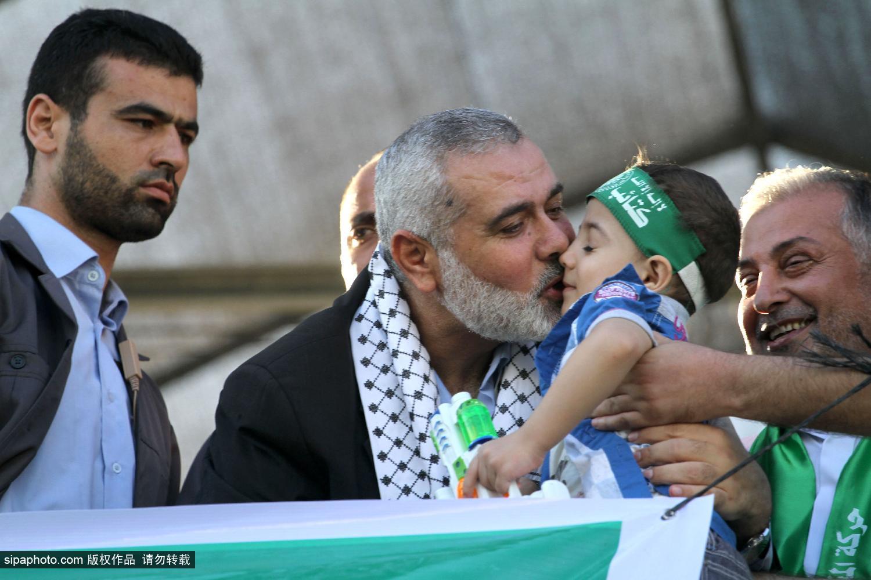 """领导人 达成 胜利 无限期 庆祝 哈马斯 停火 上街/巴以达成无限期停火哈马斯领导人上街庆祝""""胜利""""(2/10)"""