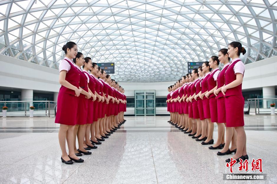 """沪昆高铁西线开通在即 靓丽""""高姐""""亮相"""