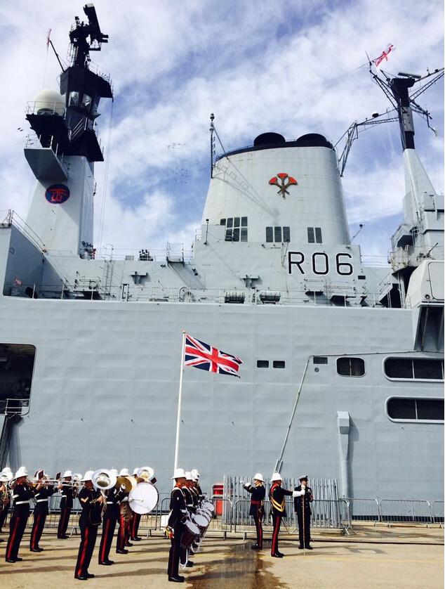 英国皇家海军卓越号航母退役