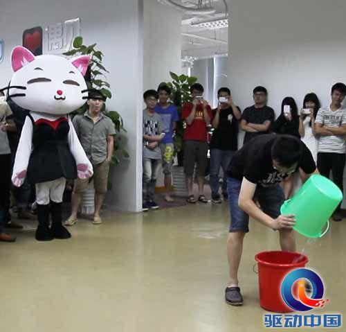 遇见CEO潘晓旭冰桶接力做公益