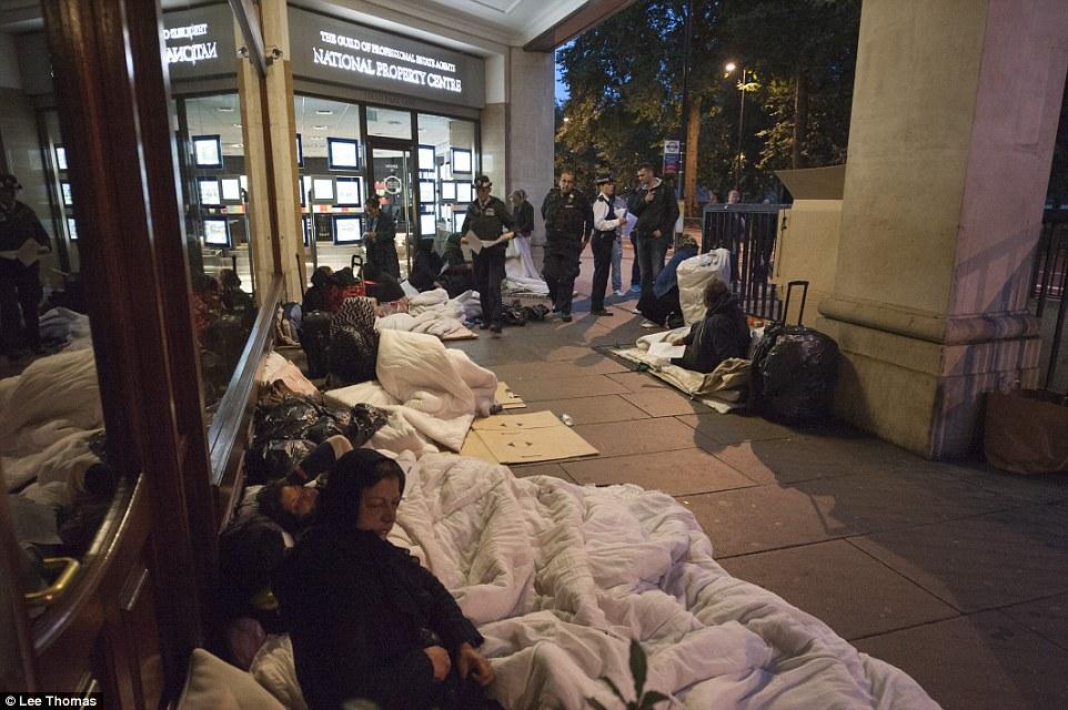 伦敦警方围捕非法移民