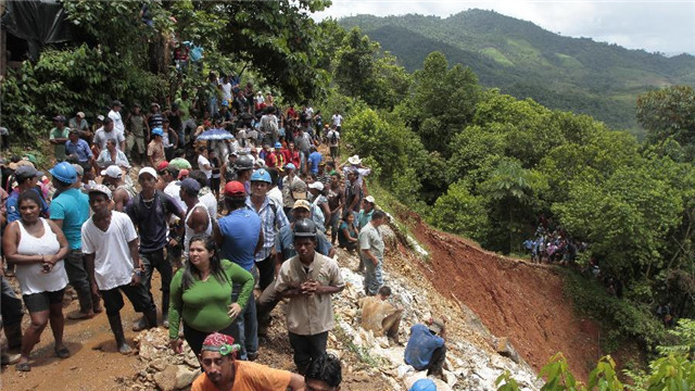 尼加拉瓜金矿坍塌被困矿工至少20人仍存活