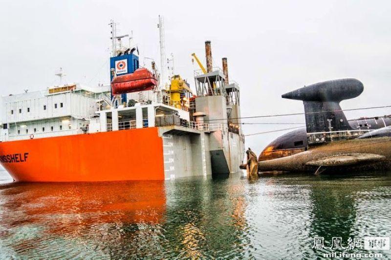 """中国半潜船""""海洋石油278""""为俄海军运送核潜艇"""