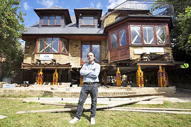 英男子将房屋整体升高1.5米防被淹