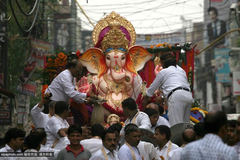 印度象神节是几月份_印度教教徒献贡品庆祝象神节_央广网
