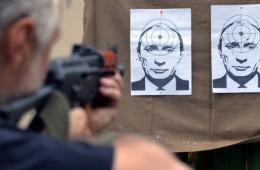 乌克兰民众用普京当靶做射击练习