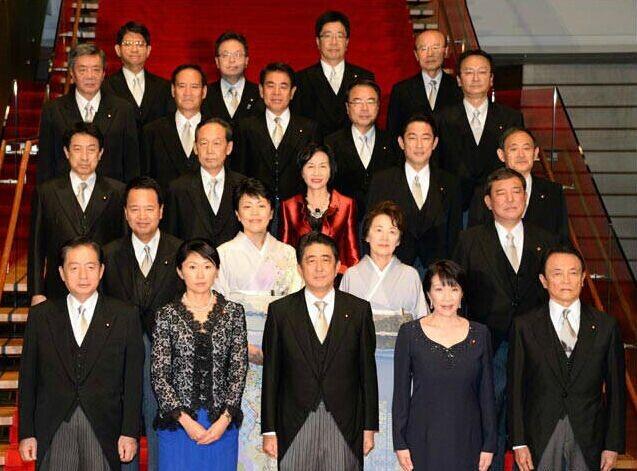 安倍内阁制定新目标:发展经济摆脱通缩放首位