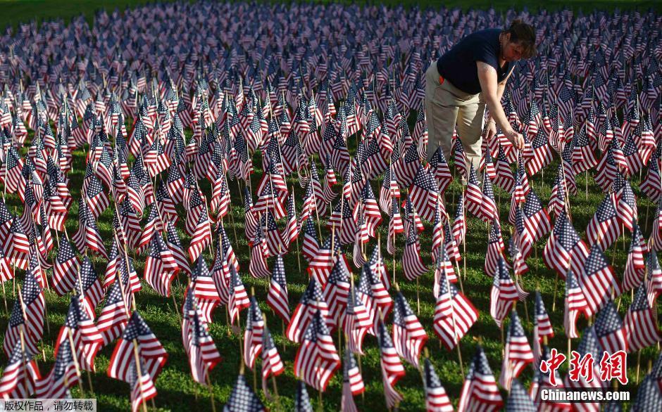 美民众竖3000面国旗纪念911