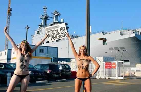 西北风战舰前少女赤裸抗议普京