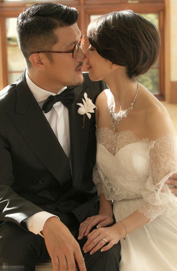 许茹芸与老公韩国办婚礼 甜蜜相拥