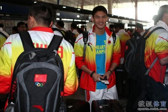 中国游泳队启程赴韩国 出征仁川亚运会