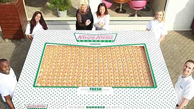 英脆奶油甜甜圈公司创造世界最大整盒甜甜圈