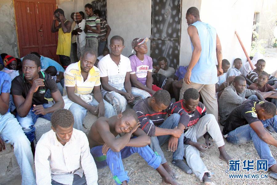 一艘载有约200人的偷渡船在利比亚近海沉没