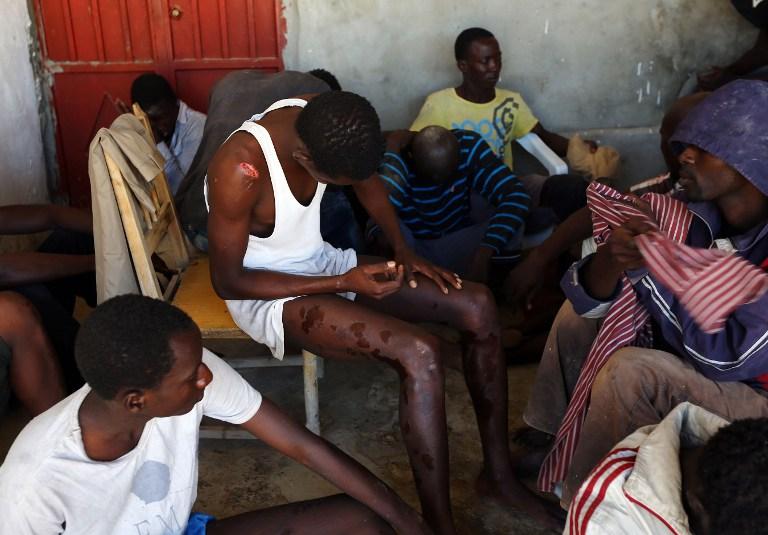 一载有非法移民船只利比亚海域沉没 致数十人伤亡