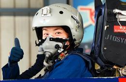 空军八一飞行队女飞首次曝光