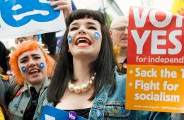 苏格兰独立派人士BBC总部前抗议其反独倾向