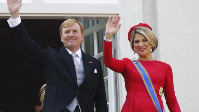 """荷兰庆祝""""王子日"""" 国王前往议会发表国情咨文"""