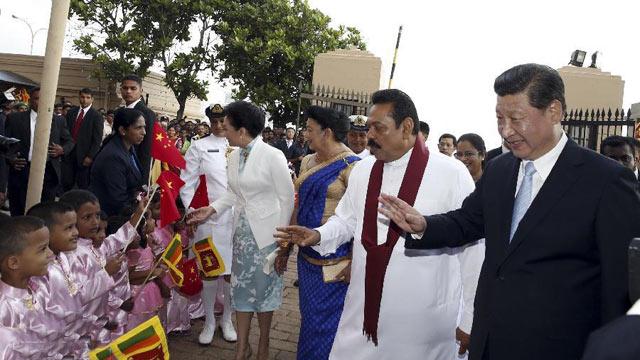 斯里兰卡总统拉贾帕克萨为习近平举行盛大欢迎仪式