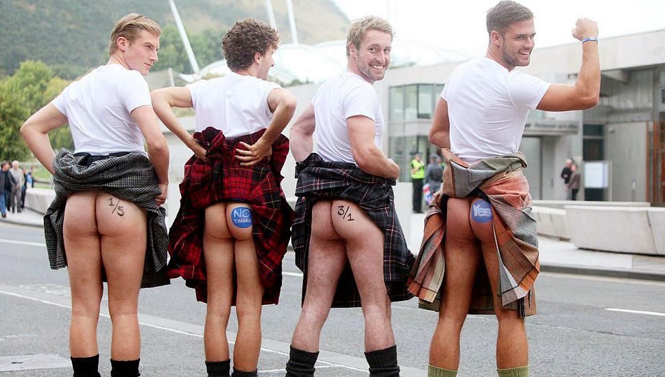 苏格兰公投最后时刻 民众穿裙裸臀以示态度
