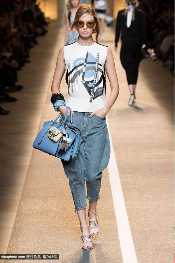 2015春夏米兰时装周:fendi品牌秀场图片