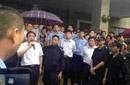 """""""河南县官与民众对话 警察持枪撑伞护卫""""舆情分析"""