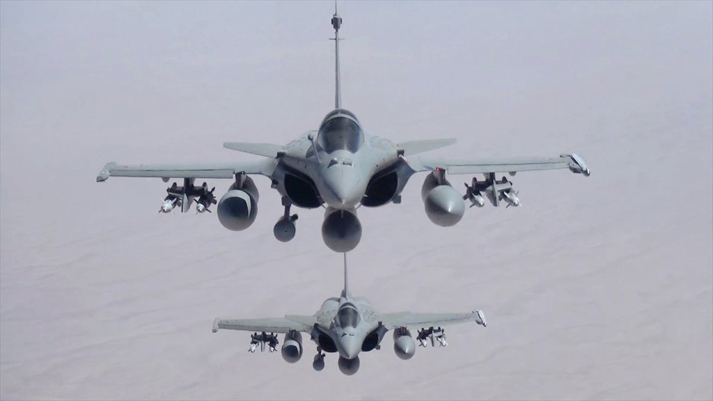 """法国军机开始空袭伊拉克""""伊斯兰国""""目标"""